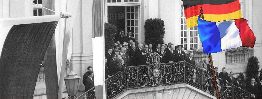 Staatspräsident Charles de Gaulle auf dem Balkon des Bonner Ratshauses, September 1962